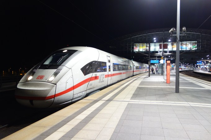 ICE_4_Berlin_Hauptbahnhof (Photo by Andre_de).jpg