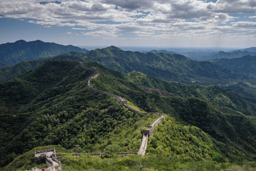 grande muraille de chine vue sur la vallée et les tours