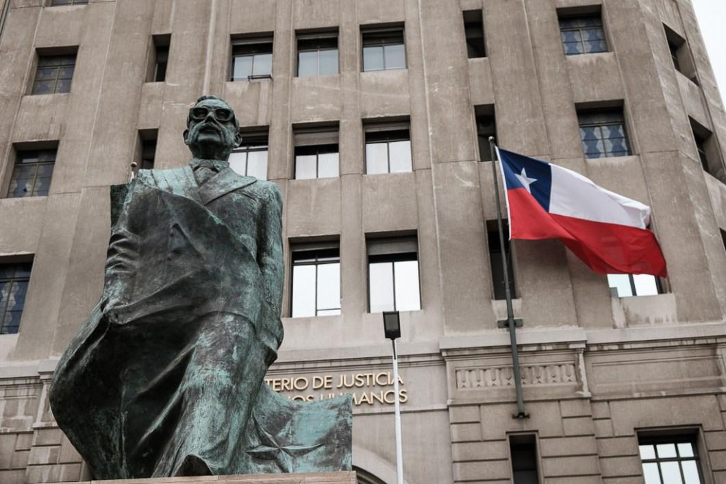 statue salavador alende santiago chili ville capitale chile