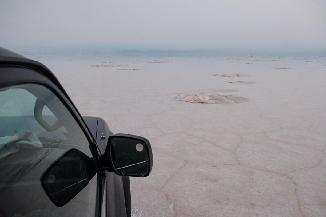 salr d'uyuni bolivie voiture sel