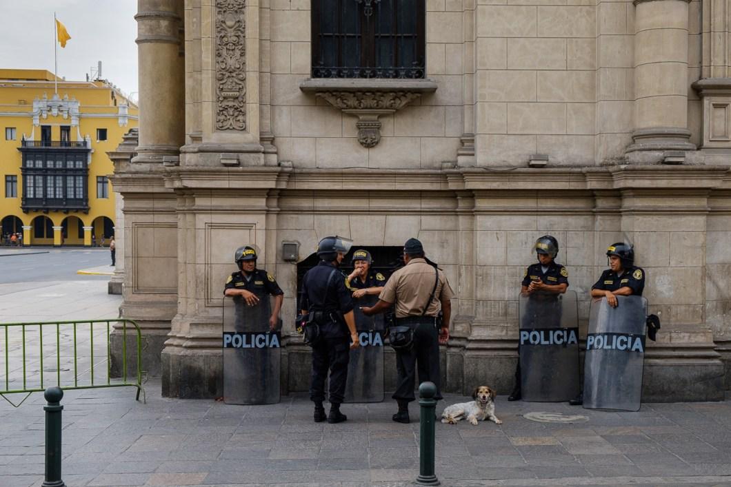 police lima pérou