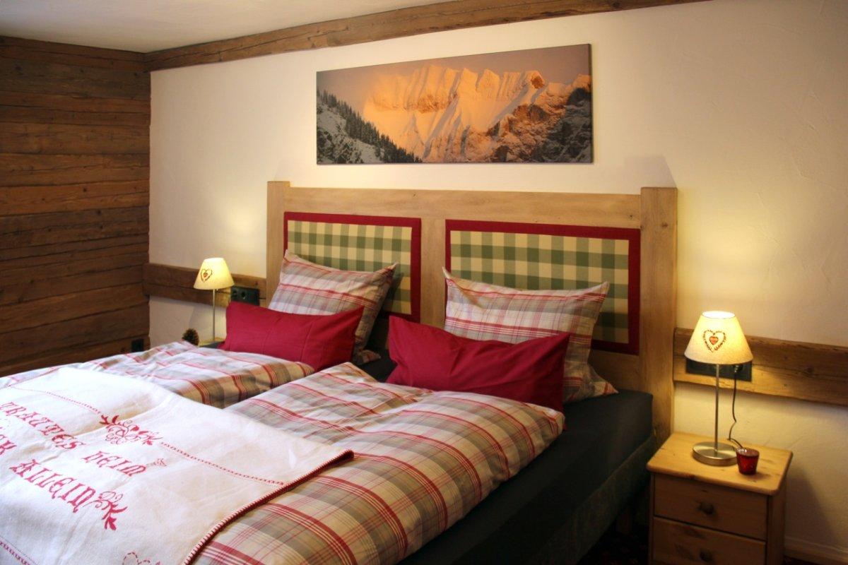 Gemütliches Bett (blattnerhaus