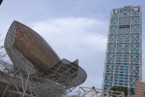 El Peix - The 52m long golden fish sculpture created by Frank Gehry for 92' Summer Olympics. Looks better in the sun :)