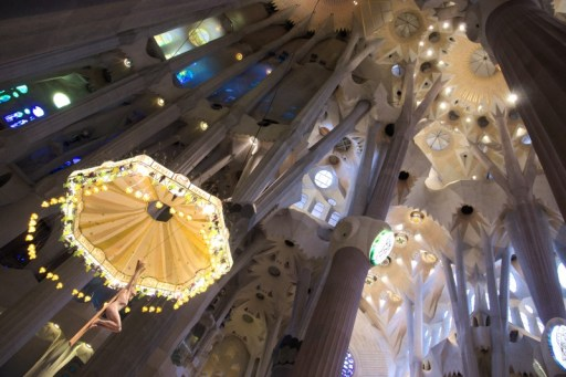 Inside! Everything here is different. Even the altar is different. Gaudi's immagination...