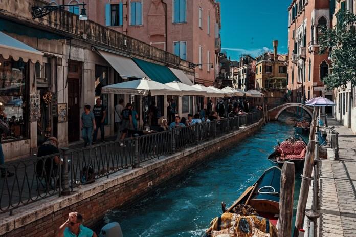 Cosa vedere gratis a Venezia: ecco la nostra guida su tutte le attrazioni gratuite che potete visitare a Venezia ogni qualvolta vogliate. Quindi preparatevi.