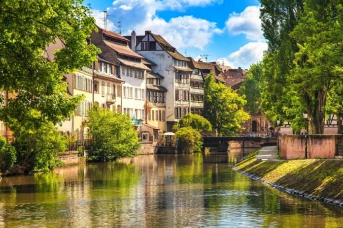 viaggiare sicuri francia  francia viaggiare sicuri  viaggiare in francia  farnesina francia  viaggiare sicuri parigi  viaggio francia   Separatore   Francia Viaggiare Sicuri