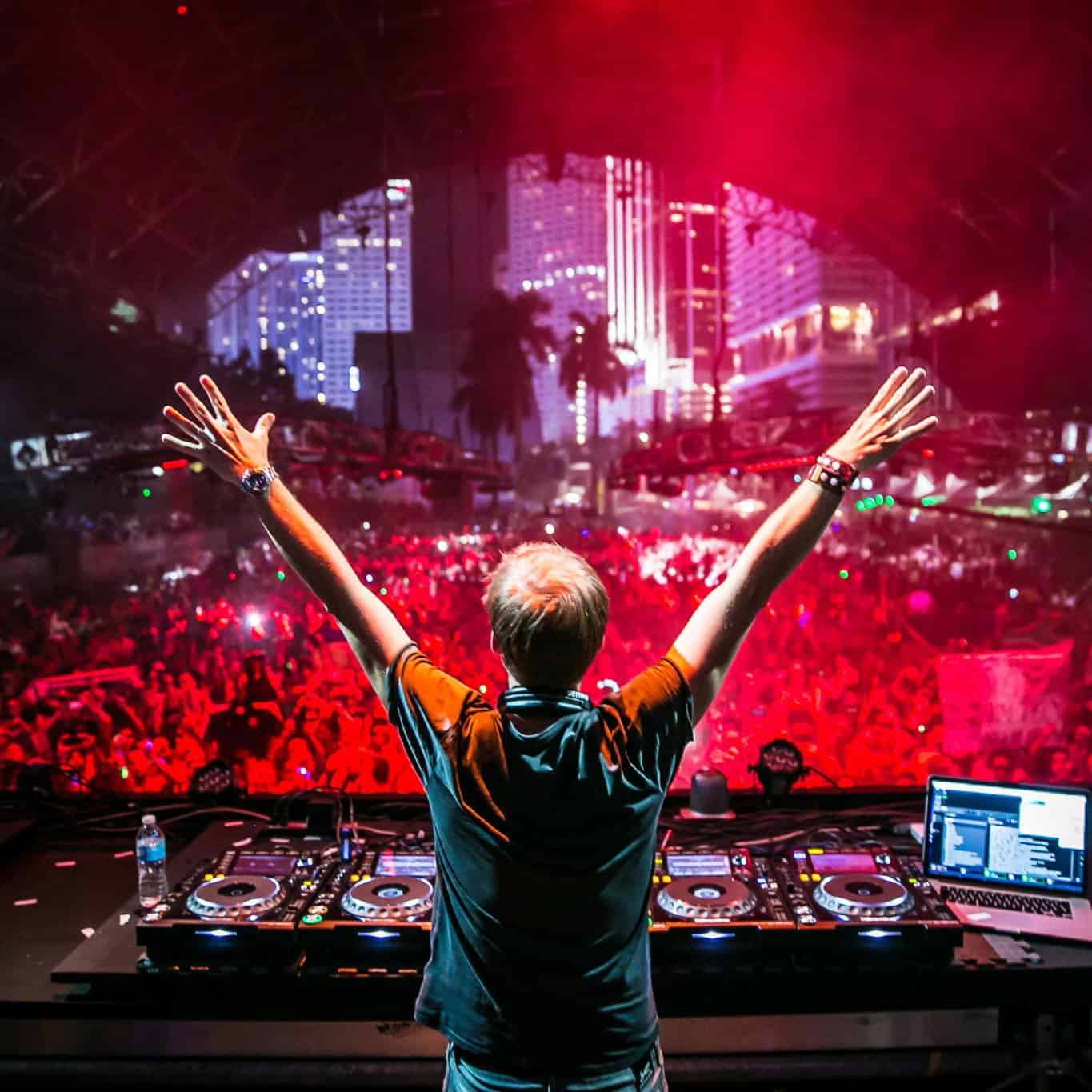 A State Of Trance 749 (21012016) With Armin Van Buuren