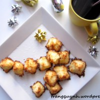 3-Ingredient Coconut Macaroons