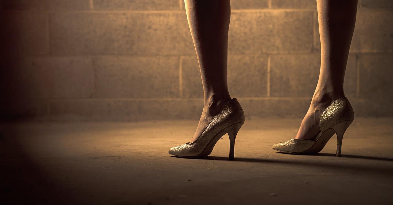 ont i tårna av skor