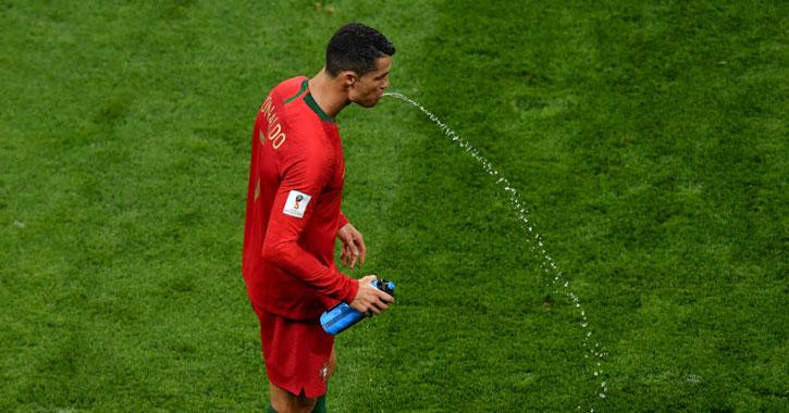 Christiano Ronaldo spottar ut sportdryck