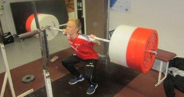 Unga idrottare som styrketränar presterar bättre
