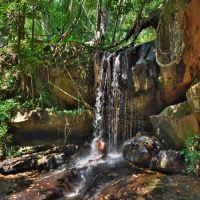 「クバール スピアン(Kbal Spean)」~川岸、川底の彫刻や碑文、聖水の滝、、暫し自然を満喫出来るトレッキング ②