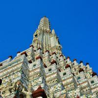 「ワットアルン(暁の寺院)」~長い改修工事がやっと終わって、真っ白な見事な塔が見られたが・・・。