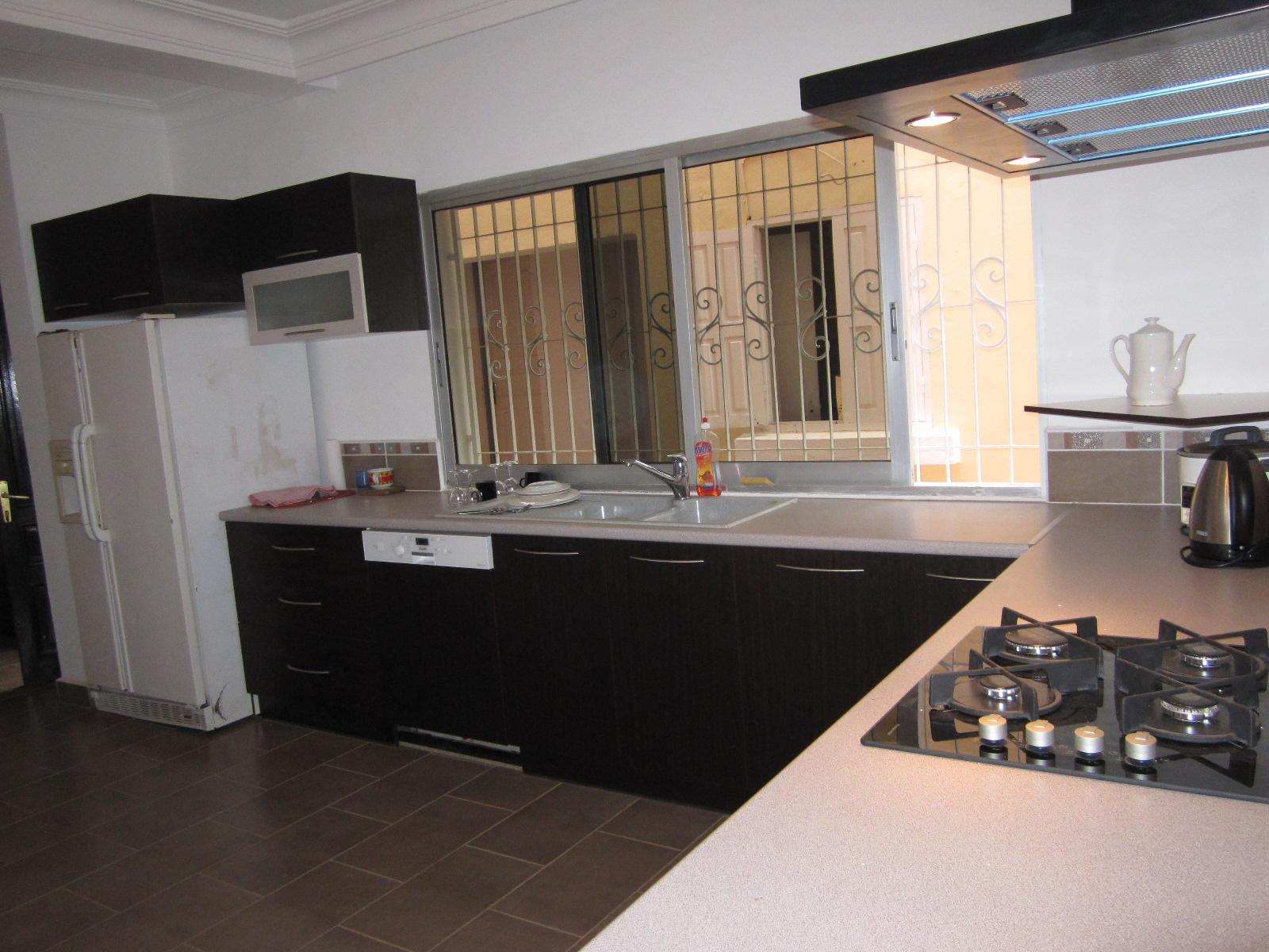 image de cuisine amnage assistant marketing and manager. Black Bedroom Furniture Sets. Home Design Ideas