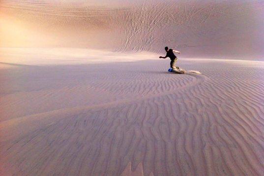 Descente de dunes en sandboard