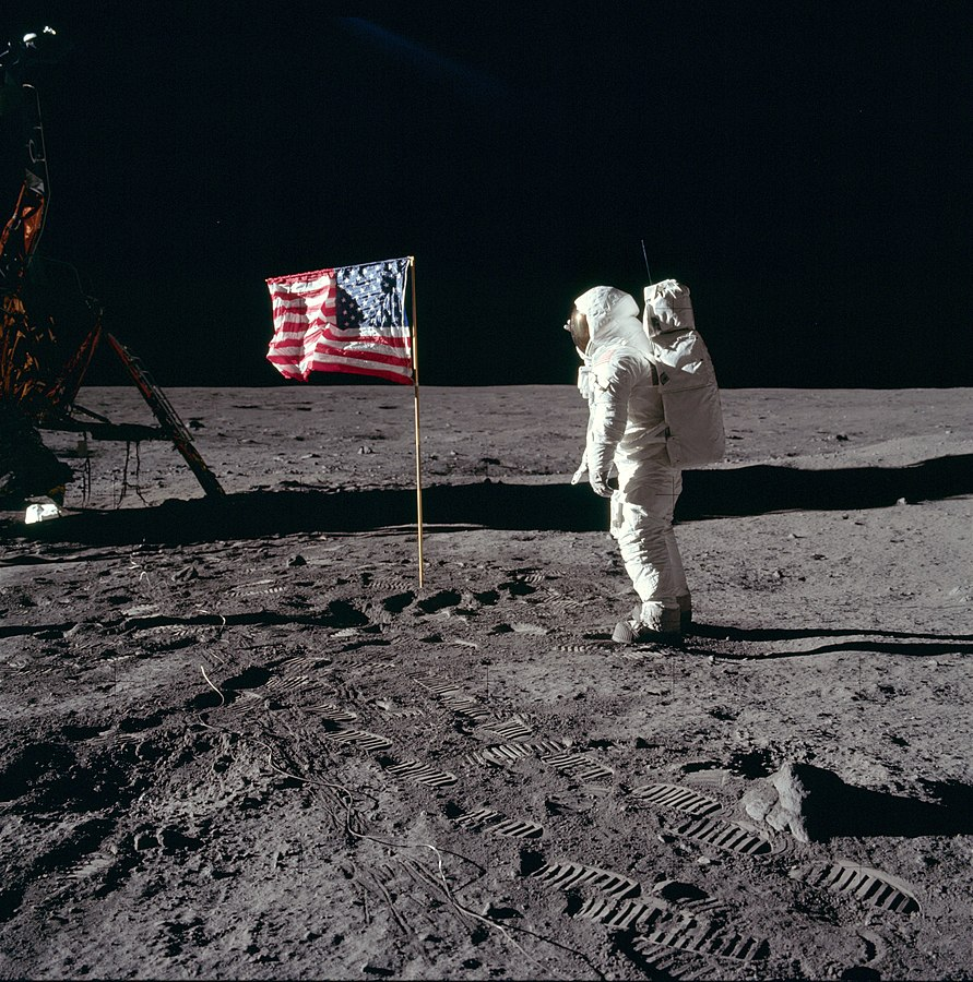 891px-Buzz_salutes_the_U.S._Flag