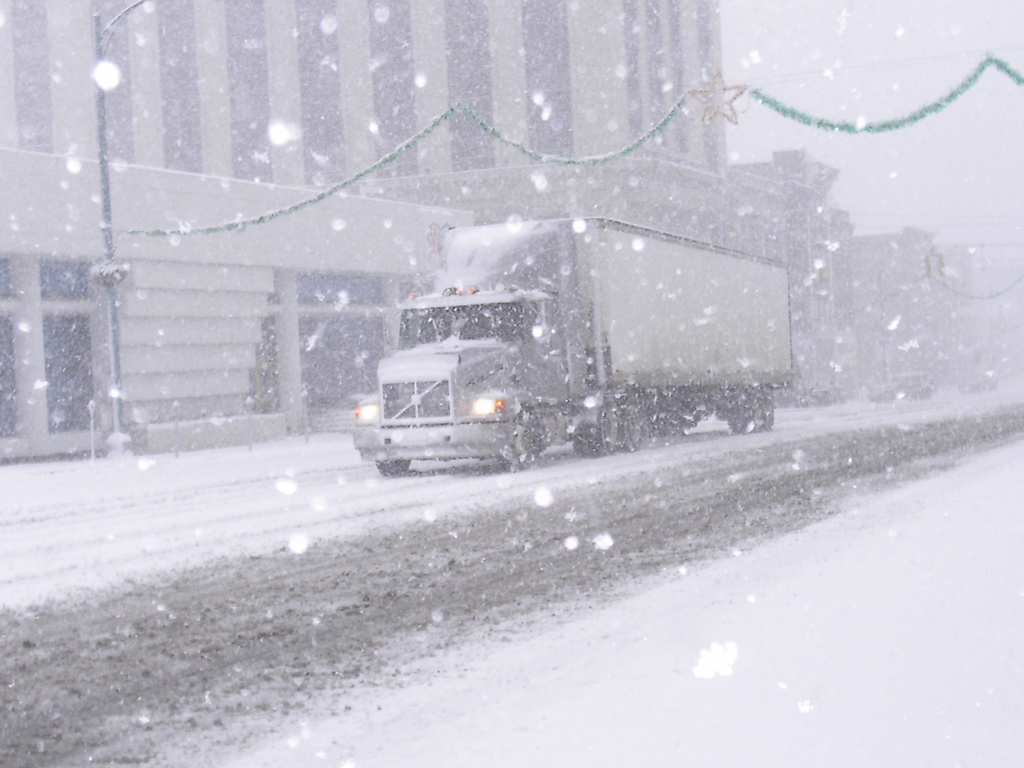 Winter safety tips for truck drivers - Your Guide To Operating A Tanker Truck Safely In The Winter Season