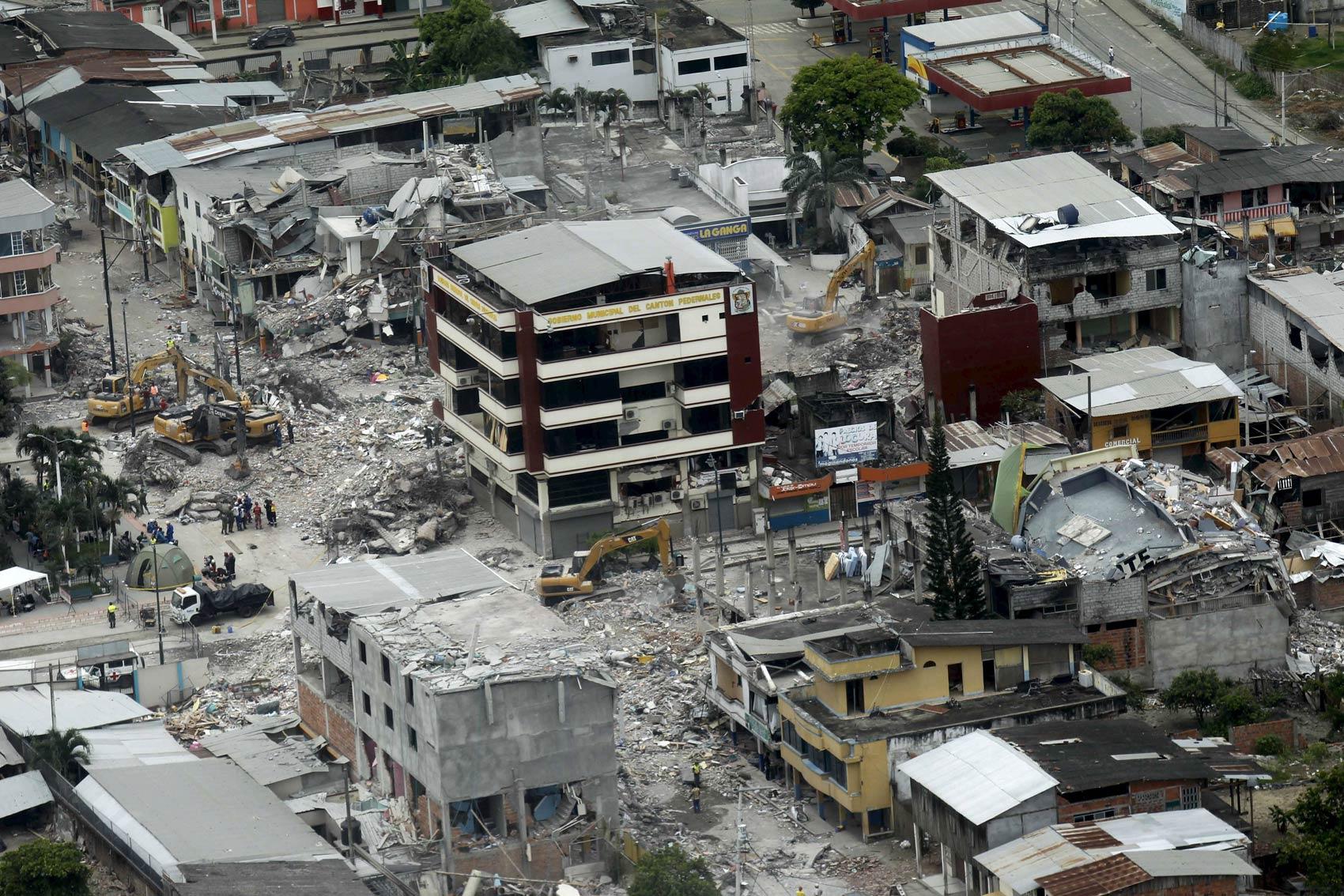 TERREMOTO DE 7,5 NO EQUADOR APÓS A TERRA SER ATINGIDA POR RAIOS CÓSMICOS VINDOS DO ELENIN