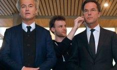 Premierul Olandei, Mark Rutte (dreapta) și liderul populist de dreapta Geert Wilders, înaintea unei dezbateri televizate | Foto: (c) Yves Herman