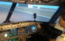 Simulator are o bază de date cu peste 24.000 de aeroporturi și poate reda diferite situații de criză.