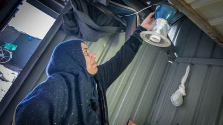 Tilgang til stabil elektrisitet forenkler hverdagen for syriske flyktninger. Foto: UNHCR/Benoit Almeras Martino
