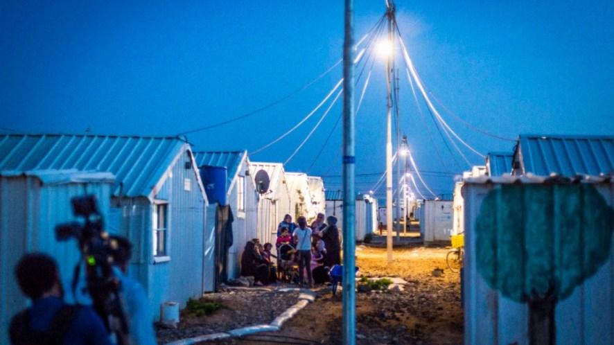 Endelig er det trygt å tilbringe tid utendørs på kveldstid. Foto: UNHCR/Benoit Almeras Martino