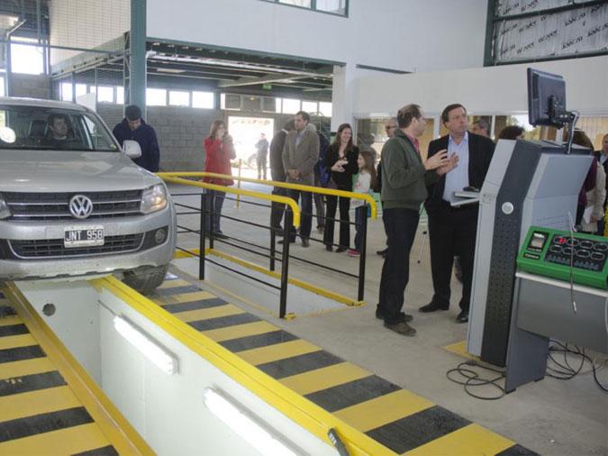Inspeccion de camioneta en planta de VTV