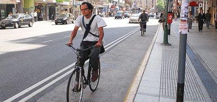 En otro lugares es muy utilizada la bici como transporte. La UNC quiere lo mismo. (FOTO: avosciudad.com)