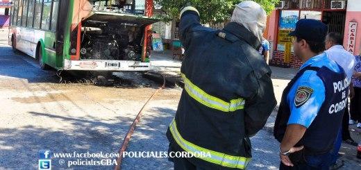 Se incendió un colectivo de la Tamse en V Libertador (Foto: facebook.com/policiales.cordoba)