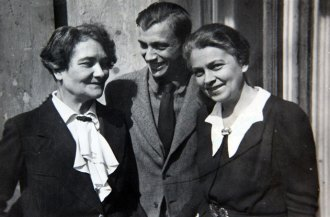 Kazimiera Zulawska, her son Wawrzyniec, and her sister Hana in April 1944