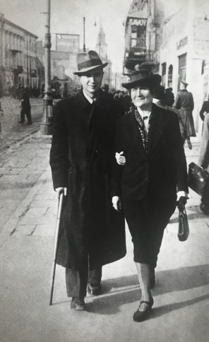 Kazimiera with her son Warzyniec walking down a street in Warsaw, September 1940, Zulawski family archive