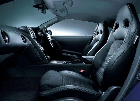 2013-Nissan-GT-R-G4