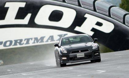 2013-Nissan-GT-R-Sendai-Circuit-G1