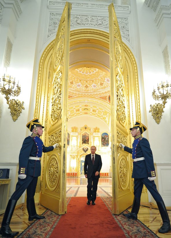 The Kremlin, the chaos theory and the bread crumb theory