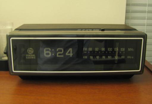 Old_'75_clock_radio