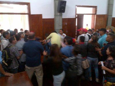 Oficialistas atacaron a concejales de Mérida dentro de la Cámara Municipal