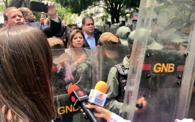 Guardia Nacional Bolivariana agredió a periodistas y diputados en la Asamblea Nacional