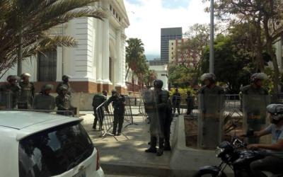 GNB impide entrada de la prensa al Palacio Federal Legislativo