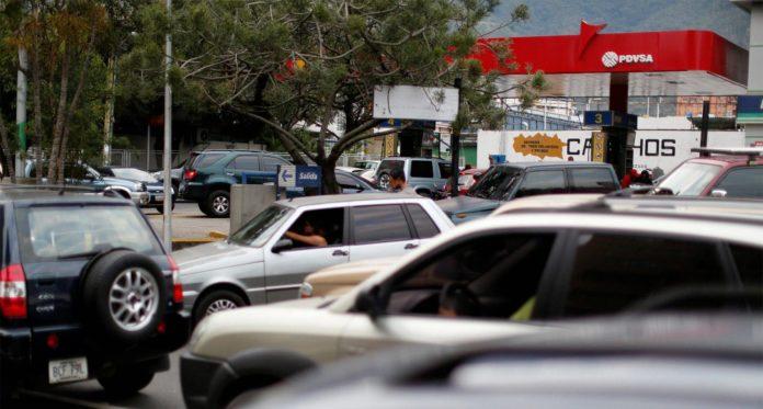 Esquema de distribución y precios diferenciados de la gasolina incentiva la corrupción y el contrabando