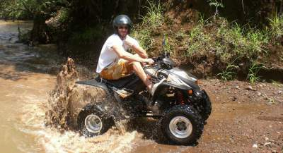 Extreme-Rainforest-Guy-In-The-River