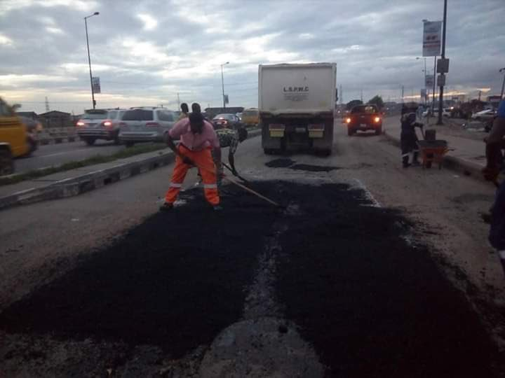 Buhari directs Ministry of Works to complete road projects