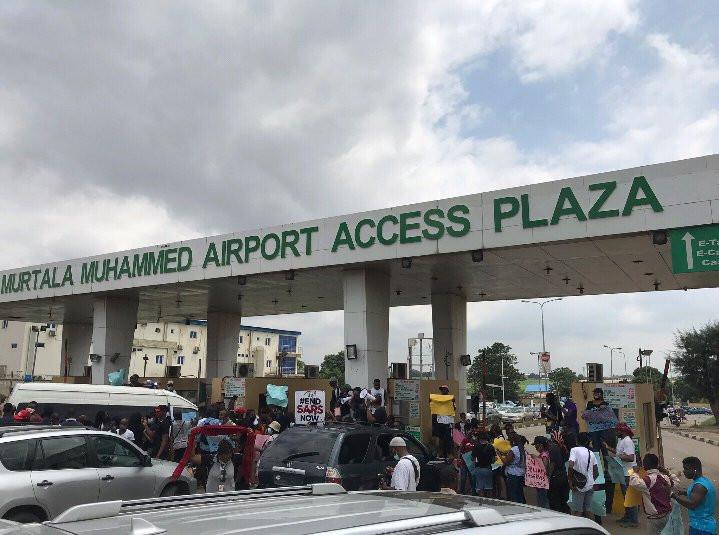 #EndSARS: Protesters block Murtala Muhammed Airport entrance