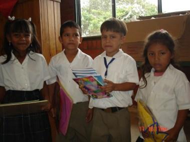 Entrega Kits Útiles Escolares Escuelas Sector Siloe