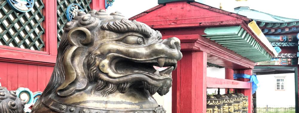 Skulptur im Iwolginski Dazan bei Ulan Ude