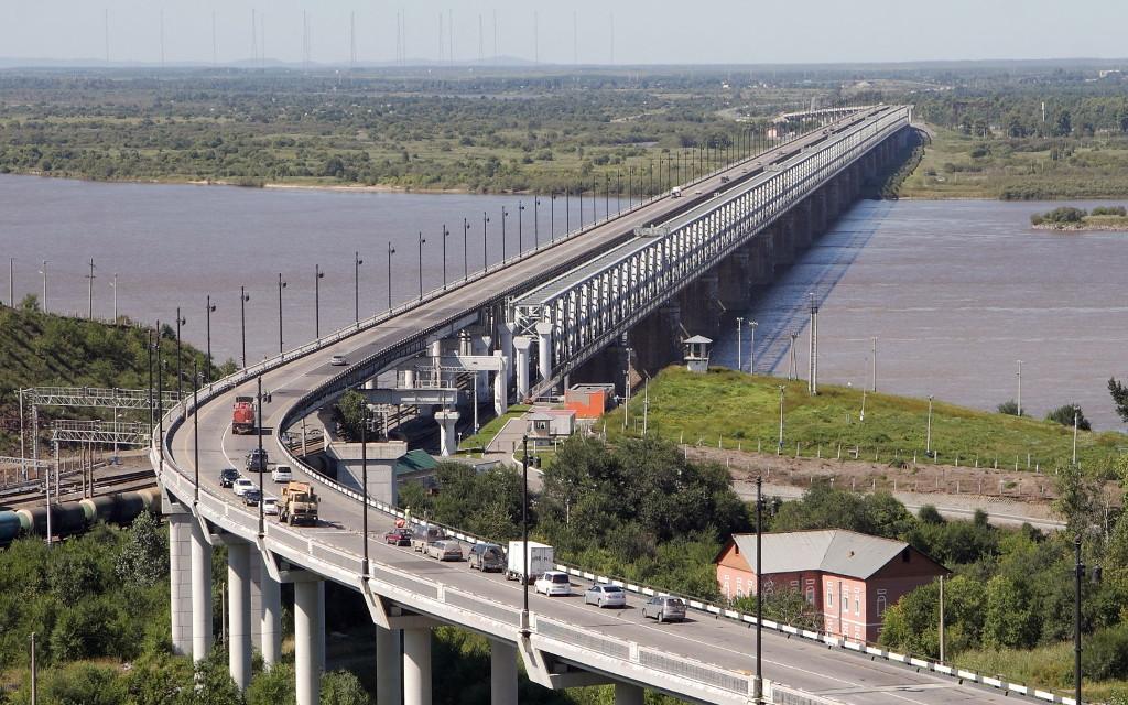 Brücke über den Amur in Chabarowsk