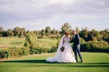 Bride and groom kissing at Stonecutters ridge golf club_07