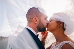 Bride and groom kissing at Stonecutters ridge golf club_03