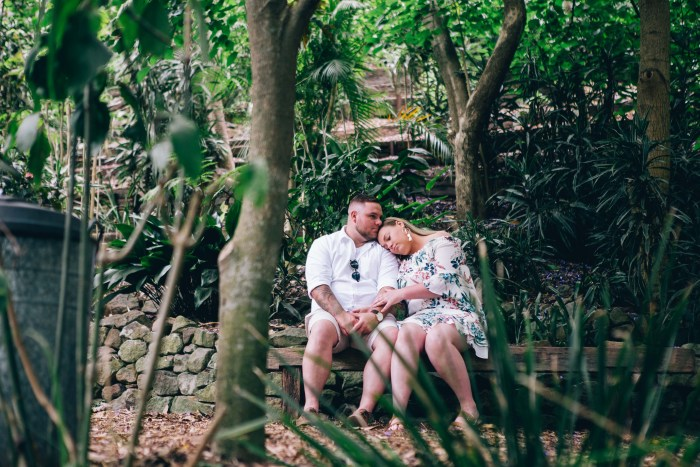 Engagement photoshoot at Wendy Whiteley's Secret Garden Lavender Bay_05