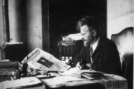 Trotsky en su estudio