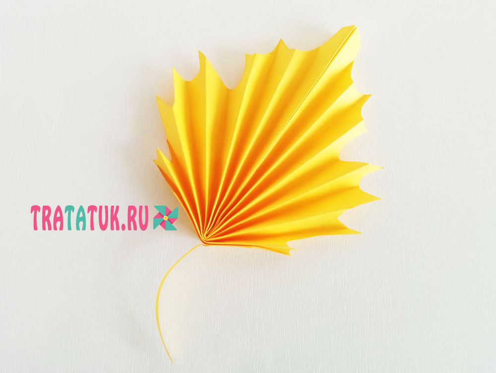 кленовый лист из цветной бумаги образец как делать интересная